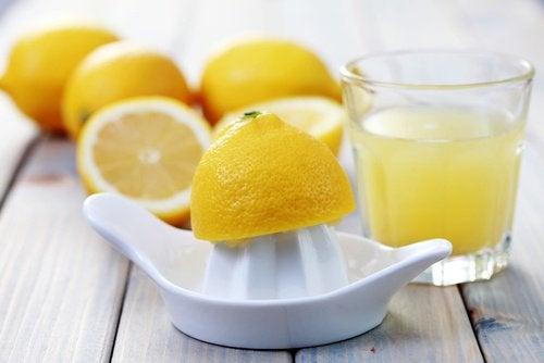 Zitronensaft gegen Warzen