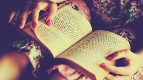 Lesen einer Geschichte zum trainieren des Gehirns