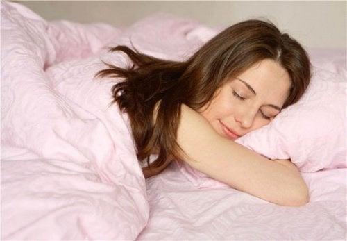 Was passiert in unserem Körper, während wir schlafen?