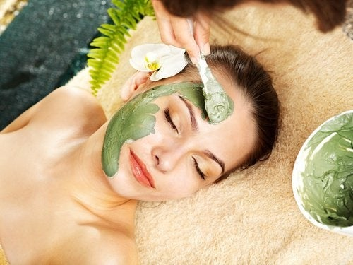 schnelle Gesichtsmaske gegen Falten und Narben