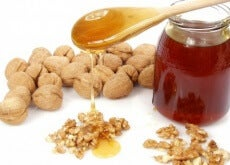 Honig-Wallnüsse-und-Mandeln-eine-wunderbare-Kombination