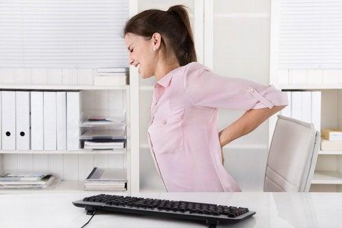Nierenprobleme und Rückenschmerzen aufgrund der Körperhaltung