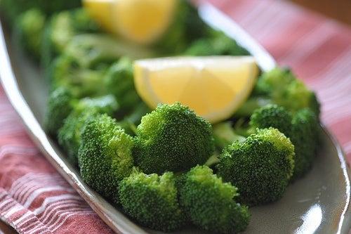 Brokkoli und Zitrone