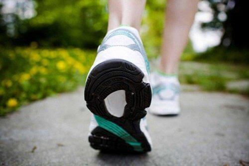 Gehen – eine leichte Übung, um gesund in Form zu kommen