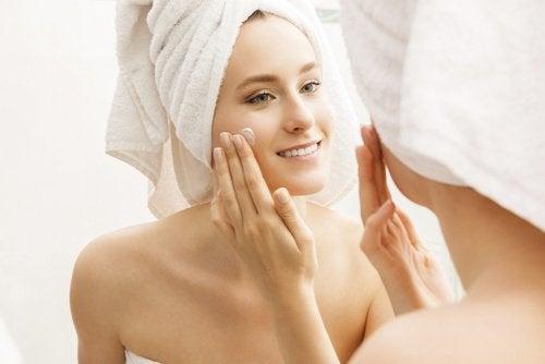 Gesichtspflege mit selbstgemachter Creme
