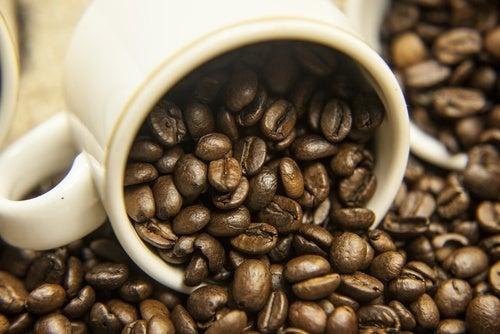 Kaffee gegen schlechten Mundgeruch durch Zwiebel oder Knoblauch