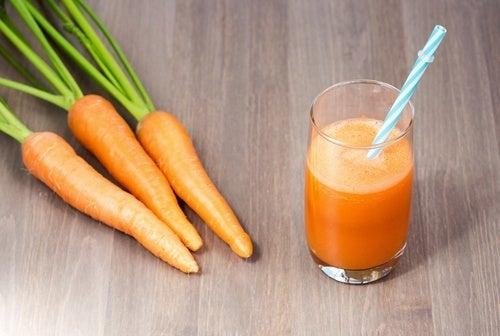 Kurkuma-Karotten-Getränk