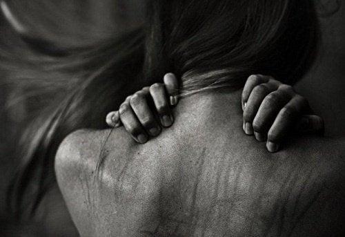Misshandlung und Feminizid