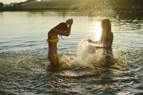 Kalte Dusche im See
