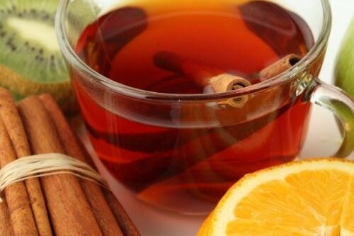 Schlaganfall – Risikominderung mit grünem und schwarzem Tee