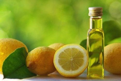 Zubereitung-der-Olivenöl-Zitronen-Kur