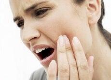 Die-8-besten-Hausmittel-gegen-Zahnschmerzen