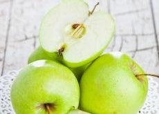 Ein-grüner-Apfel-am-Tag