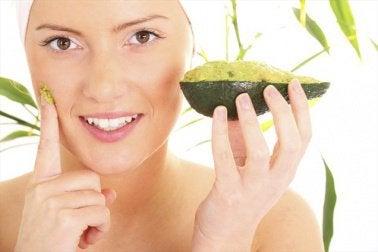 Gesichtsmasken mit Avocado