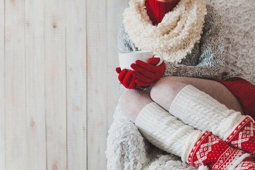 Ewig kalte Hände und Füße: Was tun?