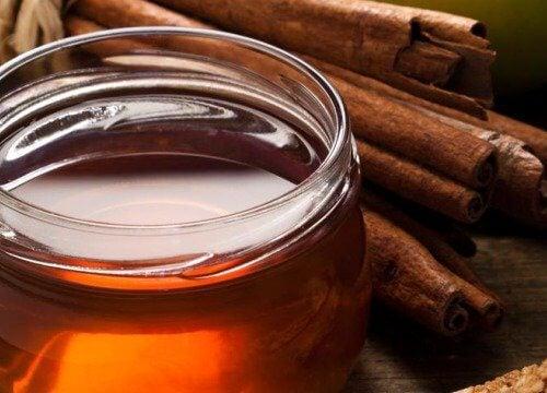 Zimtpulver und Honig zur Gewichtsreduktion