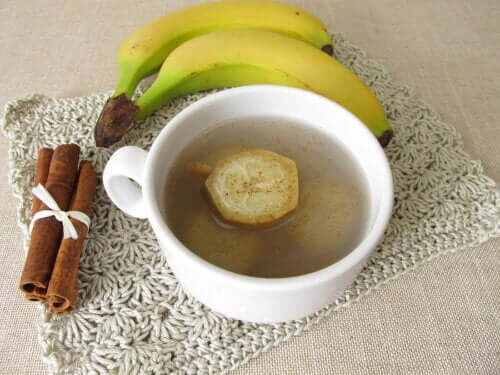Bananen- und Zimttee gegen Schlaflosigkeit