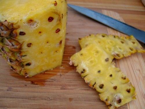Ananas mit Leinsamenwasser kombinieren
