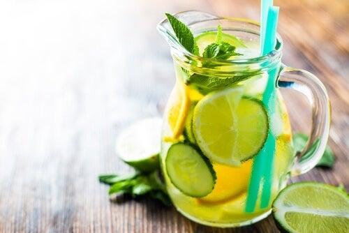 Orangen-Zitronen-Gurken-Saft zur Gewichtsreduktion