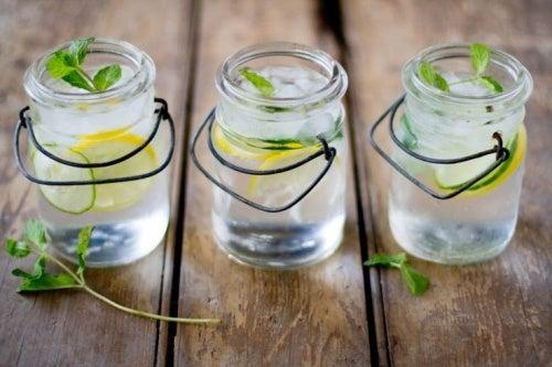 4 Getränke, die deinen Körper entzuckern