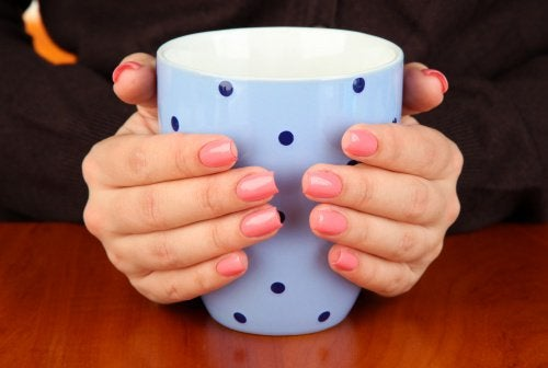 Kalte Hände können auf Hypothyreose hinweisen