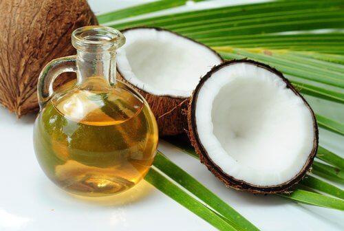 Kokosöl für entzündungshemmende Augencreme