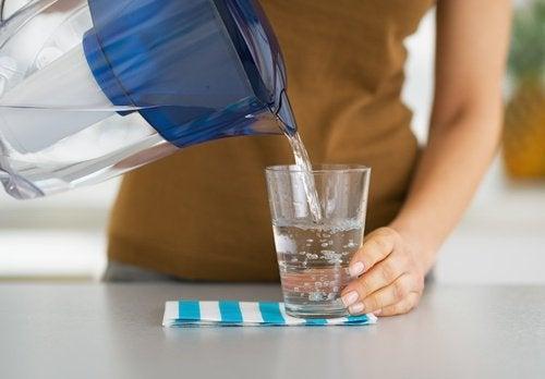 Wasser gegen Kopfschmerzen
