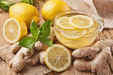 Tee mit Ingwer und Zitrone für eine gesunde Leber