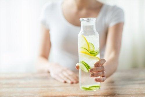 Zitronenwasser-am Morgen gegen Bluthochdruck