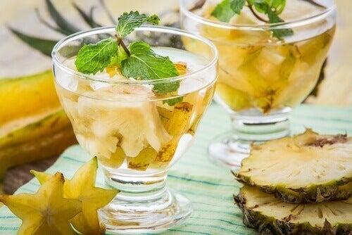 Warum wir Ananaswasser auf nüchternen Magen trinken sollen