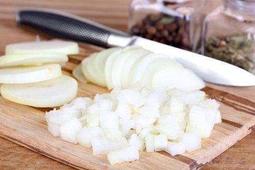 Gehackte Zwiebel gegen Nagelerkrankungen