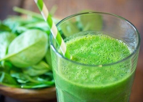 Grüner Saft für eine gesunde Schilddrüse