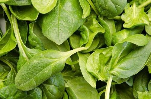 Welche Vorteile hat Spinat, um Gewicht zu verlieren?