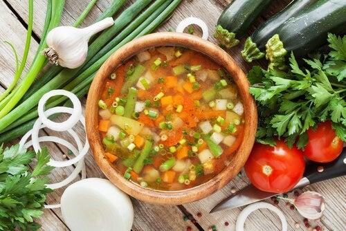 Suppen mit Gemüse