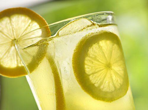 Zitronensaft gegen Gallensteine