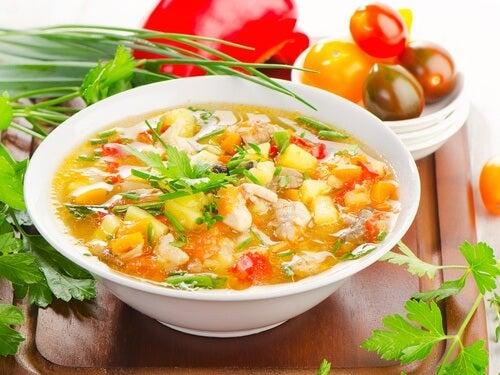 Gesunde Suppen und Eintöpfe: die perfekte Hauptmahlzeit