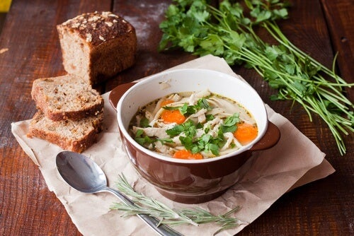 Suppen schmecken gut mit Brot