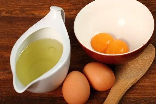 Ei und Essig für Haarmasken