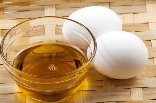 Ei und Honig für Haarmasken