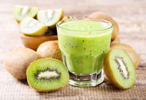 Getränk mit Kiwi gegen Blutarmut