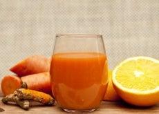 Mixgetränk mit Orange