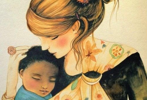 Mutter umarmt Kind und denkt an Erziehung