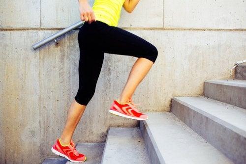 Kalorien verbrennen beim Treppensteigen