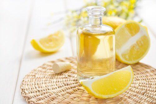 Zitrone und Weizenkeimöl gegen Doppelkinn