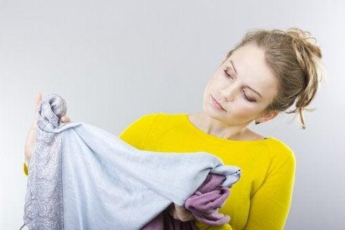 Ölflecken von der Kleidung entfernen: hilfreiche Tricks