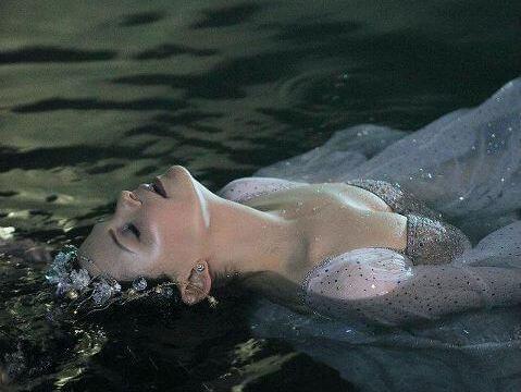Frau-Wasser