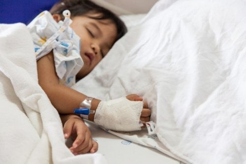 Kind im Krankenhaus wegen Mandel