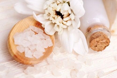 Salz gegen Hautunreinheiten