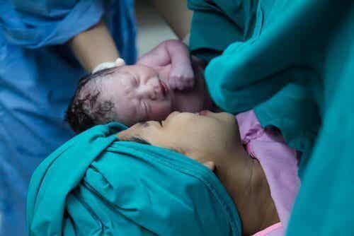 Seeding: Bakteriendusche für Kaiserschnitt-Babys