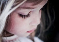 unglückliches Kind durch übertriebene Erziehung